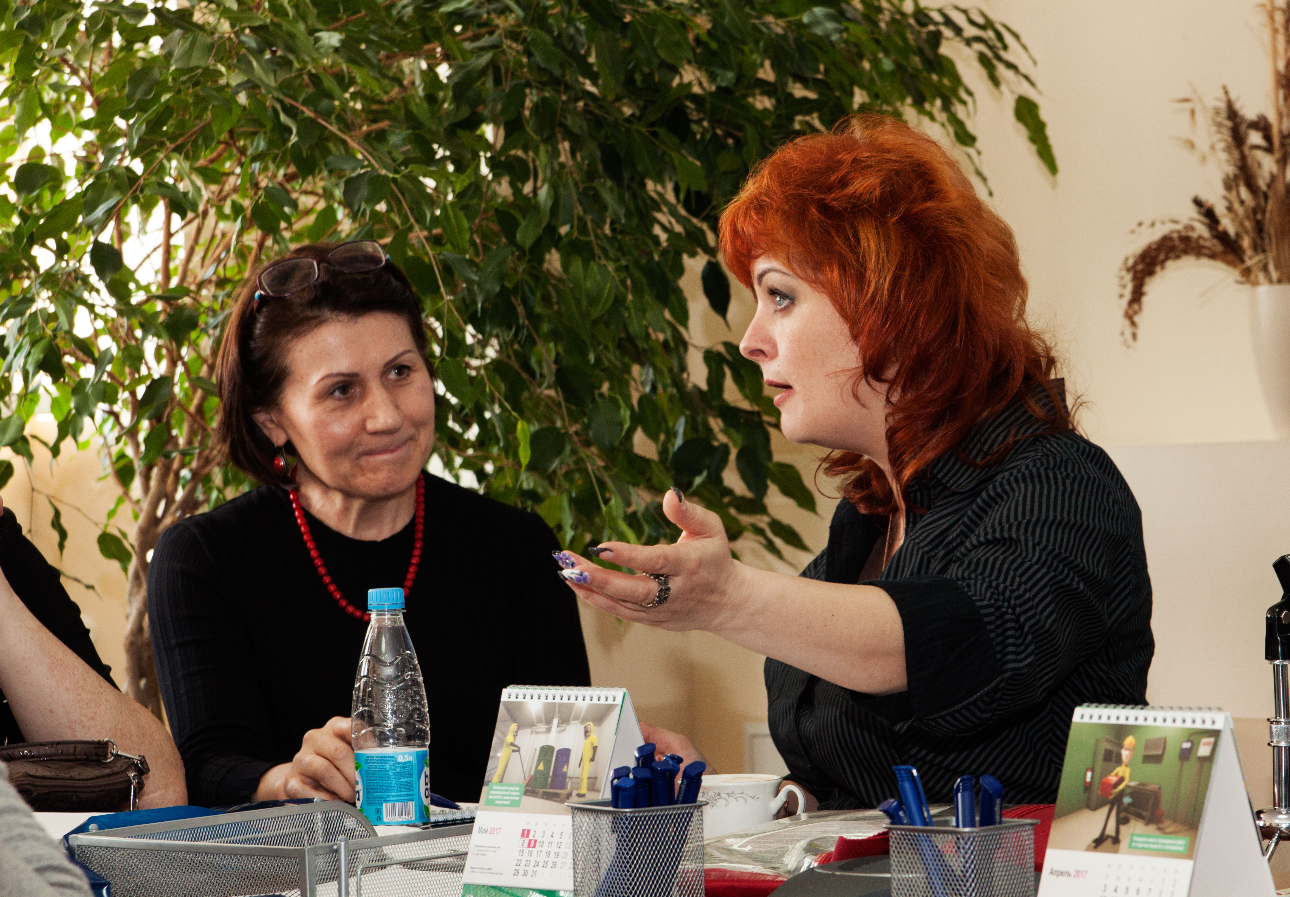 Нина Львовна Гурвич выступает перед гостями мероприятия